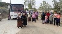 Köylüler Maden Kamyonlarının Yolunu Kapattı