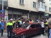 TRAFİK POLİSİ - Vatandaşı Bezdirdi, Polisi Ezmeye Kalktı