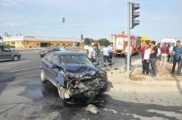 KıZıLPıNAR - TIR İle Taksi Kafa Kafaya Çarpıştı Açıklaması 1 Yaralı