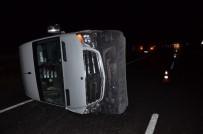 YOLCU MİNİBÜSÜ - Diyarbakır'da Trafik Kazası Açıklaması 11 Yaralı
