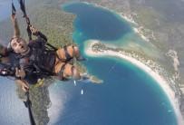 ÖLÜDENİZ - İlk Defa Paraşütle Atlayan Tatilcinin Korkusu