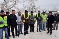 AKŞEHİR BELEDİYESİ - Başkan Akkaya'dan Kar Temizlik Ekiplerine Sıcak Salep İkramı