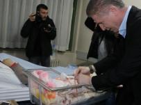 ALKOL MUAYENESİ - Sivas'ta Yeni Yılın İlk Bebeği Ayşe Betül Oldu