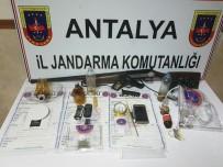SUÇ ÖRGÜTÜ - Antalya'da Uyuşturucu Çetesi Çökertildi Açıklaması 11 Gözaltı