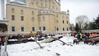 ATAKÖY - Ataköy'de Cenaze Namazı Sırasında Tente Çöktü