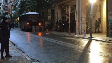 Atina'da polislere silahlı saldırı