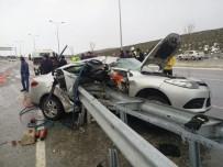 MEHMET ÇIÇEK - Bariyer, Kontrolden Çıkan Otomobile Saplandı