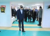 GAZETECILER GÜNÜ - Başkan Ve Gazeteciler Gözlerini Kapatıp Yürüdü, Yemek Yemeye Çalıştı