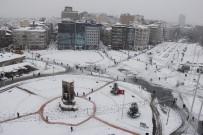 GEZİ PARKI - Beyaz Örtüye Bürünen Taksim Meydanı Böyle Görüntülendi