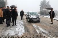 KAR LASTİĞİ - Bornova'da Karla Mücadele Aralıksız Sürüyor