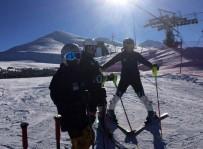 KAYAK SEZONU - Bosna Hersekli Genç Kayakçılar Uluslararası FIS Anadolu Kupası'nda Yarıştı