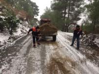Burhaniye Belediyesi Kar Mücadelesi Yapıyor