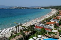 YABANCI TURİST - Çeşme'de Yabancı Turist Azalırken, Yerlide Artış Yaşandı