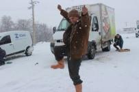 CANKURTARAN - Denizli'de Kar Yağışına Zeybekli Kutlama