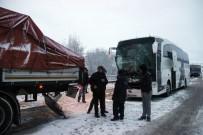 Kütahya'da Yolcu Otobüsü İle Tır Çarpıştı Açıklaması 1 Yaralı