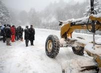 İŞ MAKİNESİ - Osmangazi'de Karla Mücadele Kesintisiz Sürüyor
