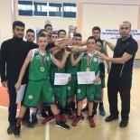 ÇEYREK FİNAL - Rize Merkez Atatürk İlköğretim Okulu  Basketbol Anadolu Ligi'nde İki Başarı Birden Elde Etti