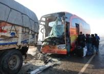 Şanlıurfa'da Zincirleme Kaza Açıklaması 8 Yaralı