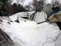 İLKAY - Sarıyer'de Yoğun Kar Nedeniyle Halı Sahanın Çatısı Çöktü