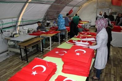 Suriyeliler'den 50 bin Türk bayrağı