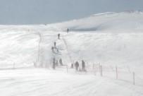 KARACAÖREN - Tipinin Oluşturduğu 'Kar Şelalesi' Görenleri Büyüledi