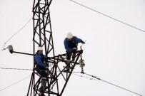 CAMİİ - 2 Metreye Yakın Karda, Elektrik Komandoları Kesintisiz Çalışıyor