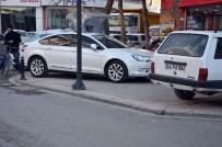 OTOPARK ÜCRETİ - Araçlar Kaldırımı Yayalar Yolu Kullanıyor