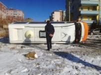 ŞIRINEVLER - Buz Tutan Yolda Minibüs Devrildi