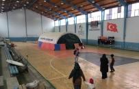 Çadırda Yaşayan Suriyeli Aileler Spor Salonuna Alındı