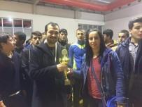 BEDEN EĞİTİMİ ÖĞRETMENİ - Ebu Sadık Anadolu İmam Hatip Lisesi Güreş Yarışmasında 3. Oldu