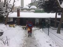 KıŞLA - Gebze'de Avlu Ve Bahçeler Kardan Temizlendi