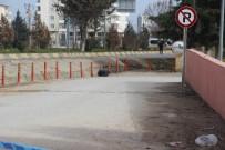 BOMBA İMHA UZMANI - Hastane Önündeki Şüpheli Poşetten Çöp Çıktı