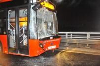 BELEDIYE OTOBÜSÜ - İzmir'de korkunç kaza... Tam 5 araç