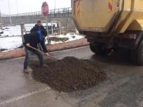 MİMAR SİNAN - Körfez'de Kar Sonrası Yıpranan Yollara Bakım Yapıldı