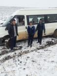 Öğrenci Servisi Kar Nedeniyle Yoldan Çıktı