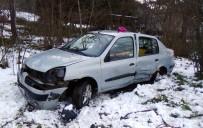 Otomobil Tarlaya Uçtu Açıklaması 5 Yaralı