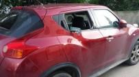 PARMAK İZİ - Otomobilin Camını Kırarak Fotoğraf Makinelerini Çaldılar