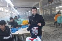 ÇALIŞMA SAATLERİ - Tekstil Fabrikasına 2 Bin TL'ye Çalışacak İşçi Bulunamıyor