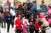 KAR TOPU - Toroslar Belediyesi, Öğrencileri Karla Buluşturdu