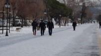 Vatandaşın 'Buzlu Yol' İmtihanı