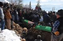 Yangında Hayatını Kaybeden Baba Ve İki Kızı Toprağa Verildi