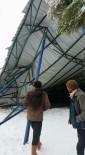 İLKÖĞRETİM OKULU - Aydın'da Kar Okul Bahçesindeki Çatıyı Çökertti