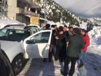 Büyükşehir Kar Timi, 5 Kişiyi Donmaktan Kurtardı
