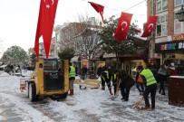 Caddeler Ve Ara Sokaklar Kardan Temizleniyor