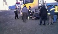 MEFTUN - İki Kamyonun Arasında Sıkışan Şoför Yaralandı