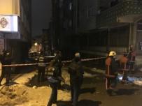 ESENLER BELEDİYESİ - İstanbul'da Bir Apartmanın Çatısı Çöktü