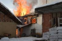 YAŞLI ADAM - Niksar'da Ev Yangını Açıklaması 1 Ölü