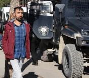 KORSAN GÖSTERİ - Polise Taş Atan PKK Yandaşına 3 Yıl 1 Ay 15 Gün Hapis Cezası