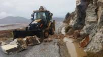 KıŞLAK - Serçin Kışlak Yoluna Dev Kayalar Yuvarlandı