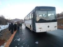 SERVİS OTOBÜSÜ - Söğüt'te İşçiler Yolda Mahsur Kaldı